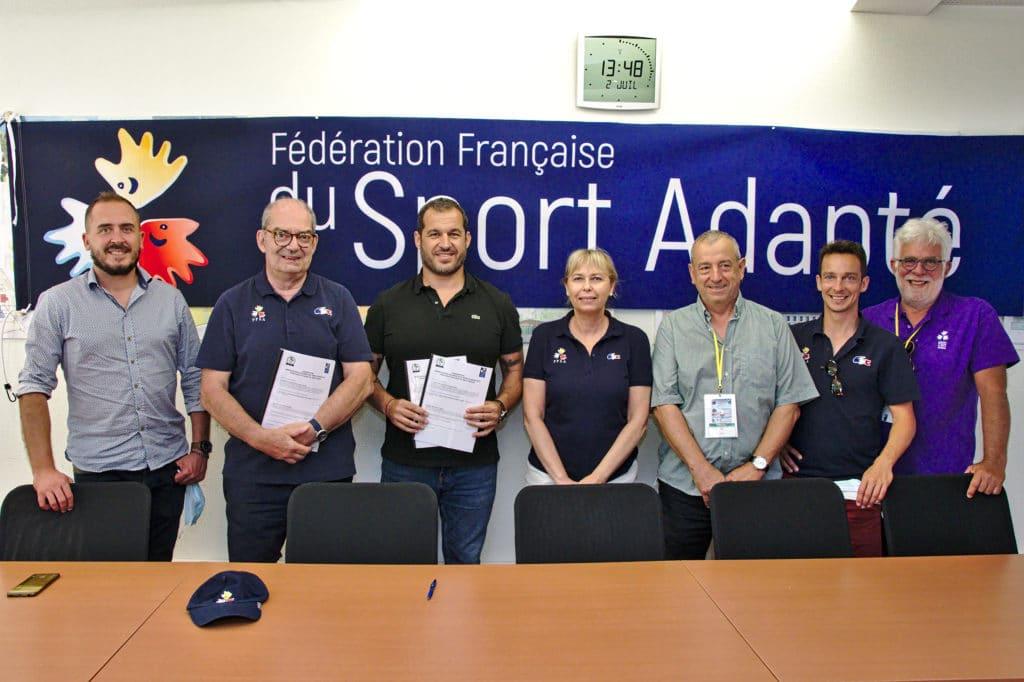 """La FFSA et l'association """"Colosse aux pieds d'argile"""" réunies pour les début d'un beau partenariat."""